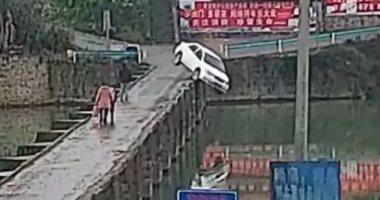 سائق-يفقد-سيارته-الجديدة-بعد-10-دقائق-من-اختبار-القيادة.-فيديو