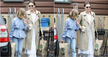 أنجلينا-جولى-تتحدى-الزحام-وتتسوق-بكامل-أناقتها-مع-ابنتها.-صور