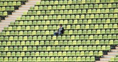 مشجع-لفريق-بيسبول-يحجز-1873-مقعدا-ثم-يلغيها-ليظهر-وحيدا-فى-التليفزيون