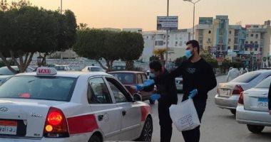 """شباب-العاشر-من-رمضان-يوزعون-ماسك-وكحول-""""مجانا""""-على-السيارات.-صور"""