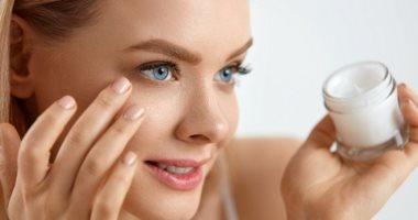 3-طرق-سهلة-لعلاج-جفاف-البشرة-حول-العين.-من-جل-الصبار-لفيتامين-e