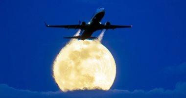 قمر-الدودة-العملاق-يزين-السماء-بجميع-أنحاء-العالم-×-15-صورة