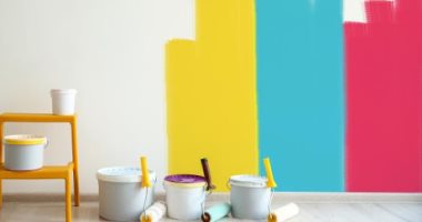 أبيض-وأخضر-وأزرق.-6-ألوان-مناسبة-لطلاء-جدران-غرفة-المكتب
