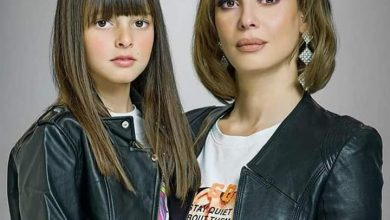 صورة جلسة تصوير ل إيمان العاصي وإبنتها بالحجر المنزلي
