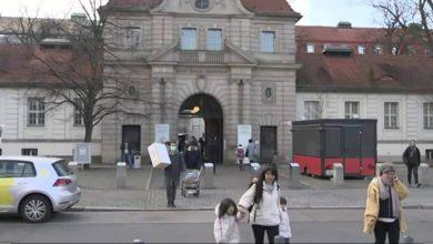 """صورة تفشى الكورونا في ألمانيا بيوم واحد.. وتطبيق يتتبع """"المصافحة"""""""