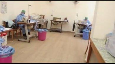 صورة جامعة المنصورة تصنع ذاتيا المستلزمات الشخصية للوقاية من فيروس كورونا (بالفيديو)