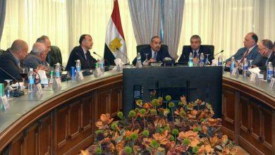 صورة وزير الطيران المدني يبحث أوضاع شركات الطيران المصرية الخاصة