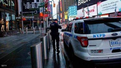صورة عنصر من شرطة نيويورك كورونا يتوقع السيناريو الايطالي