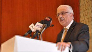صورة وزير التربية والتعليم يحذر من شراء الأبحاث