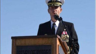 Photo of استقالة وزير البحرية الأمريكى