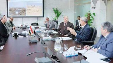 صورة اجتماع عاجل لوزيرة البيئة ومحافظي القاهرة والقليوبية والجهات المعنية لمناقشة وضع مدفن العبور