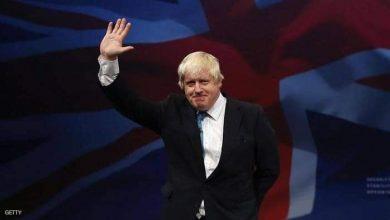 صورة رئيس الوزراء البريطاني يغادر العناية المركزة