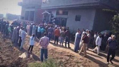 """صورة الدقهلية: """"الأجهزة الأمنية"""" تطلق القنابل المسيلة للدموع لدفن طبيبة توفيت بكورونا"""