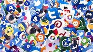 صورة في ظل ايجابيات مواقع التواصل الاجتماعي