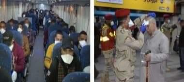 صورة القوات المسلحة: توزع كمامات على المواطنين مجانا فى الأماكن العامة
