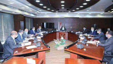 صورة اجتماع وزير النقل بالشركات المنفذة لمشروع تطوير مزلقانات السكة الحديدية