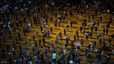 صورة الأعلام السوداء: مظاهرات آلاف تهز تل ابيب
