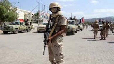 صورة قوات تابعه للمجلس الانتقالي تحاصر البنك المركزي في عدن