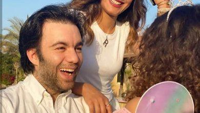 صورة شريف رمزي يحتفل بعيد ميلاد ابنته برفقة زوجته