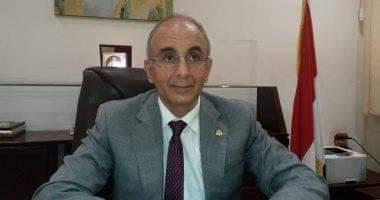 صورة رئيس جامعة الزقازيق يوجه رسالة للجيش الأبيض