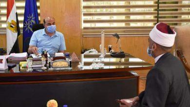 صورة محافظ أسوان يستعرض خطة فتح المساجد مع مديرعام أوقاف أسوان