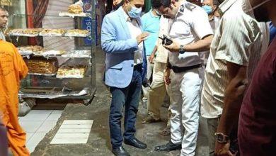 صورة العقيد محمد صلاح يقود حملة لرفع الاشغالات وضبط الأسواق بمدينة المنيا