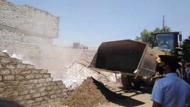 صورة إستمرار أعمال تنفيذ قرارات الازالة بمدينة سمالوط.. وإزالة 5 حالات تعدي علي الأراضي الزراعية