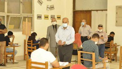 """صورة رئيس جامعة المنيا يتفقد لجان امتحانات """"الأدب المقارن والنقد الثقافي"""" بـ """"دار العلوم"""""""