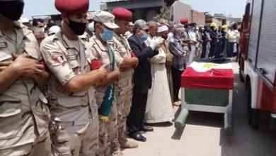 صورة فى جنازة عسكرية.. تشييع جثمان الشهيد محمود قهوة الى مثواه الأخير بالمنزلة