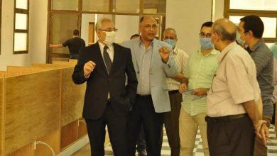 """صورة رئيس جامعة المنيا يتابع التجهيزات النهائية لـ """"مركز الاختبارات الإلكترونية"""" تمهيدا للافتتاح"""