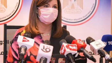 """صورة السفيرة نبيلة مكرم: إقرار آلية البريد السريع حفاظًا على صحة المصريين بالخارج لمنع انتشار """"كورونا """""""