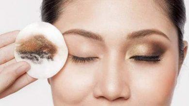 صورة حلول طبيعية بعيدا عن الغلاء ينصحن به خبراء التجميل لإزالة آثار المكياج