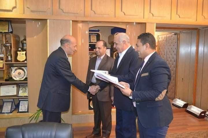 تكريم العميد هشام بشر من اللواء فيصل دويدار مدير أمن المنيا الأسبق