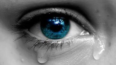 صورة إنزيمات الدمعه تلونها الشعور!!