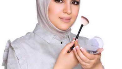 صورة تكريم خلود الشمري لحصولها علي أفضل ١٠ ميكب أرتست في الكويت