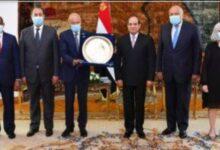 صورة بسبب الإصلاح الإقتصادي.. مصر تحصل على درع العمل التنموي