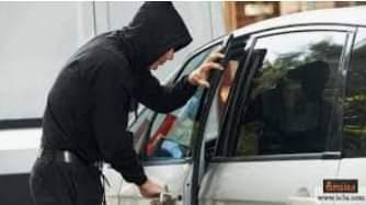 صورة مدمن يسرق سيارة وبها طفلتين لشراء المواد المخدرة