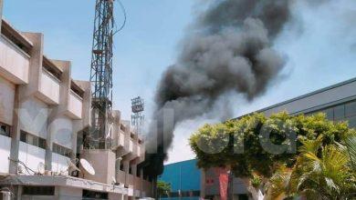 صورة الدفاع المدني يسيطر على حريق ملعب التتش بالنادي الأهلي