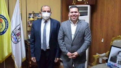 صورة الدكتور «معاذ الشاهد» يهنئ رئيس جامعة بني سويف بعيد ميلاده