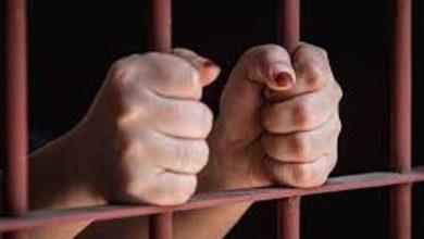 صورة حبس المتهمة بإلقاء رضيع في الشارع بأسوان