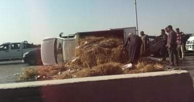 صورة مصرع سيدة وإصابة أخرى فى حادث انقلاب سيارة ملاكي بطريق السويس الصحراوي