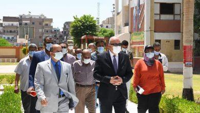 صورة محافظ قنا يطمئن على انتظام سير الامتحانات فى يومها الأول