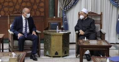 صورة شيخ الأزهر يستقبل سفير مصر الجديد لدى المجر ويتمنى له التوفيق بمهامه الجديدة