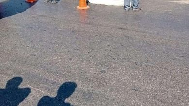 صورة مصرع شاب أمام مدخل قرية الكعابي بالفيوم