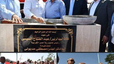 صورة وزير الشباب والرياضة يضع حجر أساس حمام سباحة ومبني إجتماعي بمركز شباب المعصرة