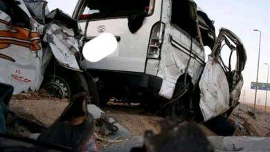 صورة مصرع عاملان وإصابة 31 شخصا فى حادث إنقلاب سيارة أجرة بالمنيا