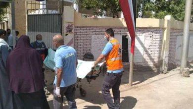 صورة نقل طالبة ثانوي للمستشفى لإصابتها بإغماء بكفر الشيخ