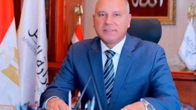 صورة وزير النقل : لن أسمح بأي تعديات علي أملاك الدولة
