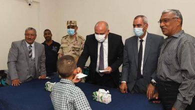 صورة محافظ قنا يزور دور رعاية الاطفال الايتام المسلمين والمسيحيين لتهنئتهم بعيد الأضحى المبارك