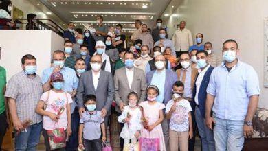 """صورة رئيس جامعة أسيوط يستقبل 30 طفلاً ليبيًا في أول أيام انطلاق قافلة """"عملية الابتسامة"""""""